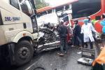 Xe khách, xe đầu kéo đâm nhau liên hoàn, ít nhất 1 người chết, 5 người bị thương