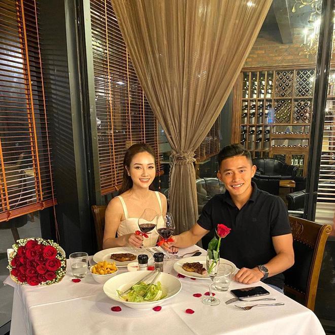 Thủ môn Văn Biểu khoe người yêu xinh miễn bàn, còn từng lọt vào chung kết Miss World Vietnam 2019-1