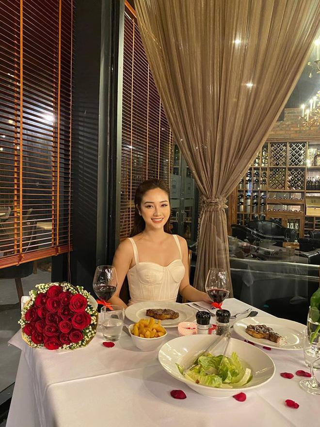 Thủ môn Văn Biểu khoe người yêu xinh miễn bàn, còn từng lọt vào chung kết Miss World Vietnam 2019-2