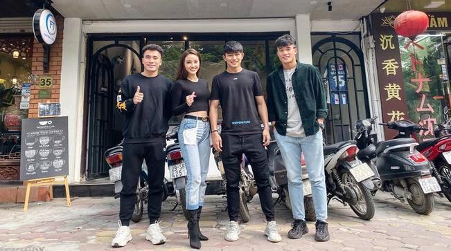 Thủ môn Văn Biểu khoe người yêu xinh miễn bàn, còn từng lọt vào chung kết Miss World Vietnam 2019-6