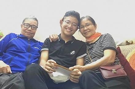 Bố Công Lý trao 'tài sản quý giá nhất' cho con trai Thảo Vân
