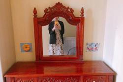 Rao bán bàn trang điểm bằng gỗ xịn, chàng trai bị 'ném đá' vì chi tiết rùng rợn trên chiếc gương