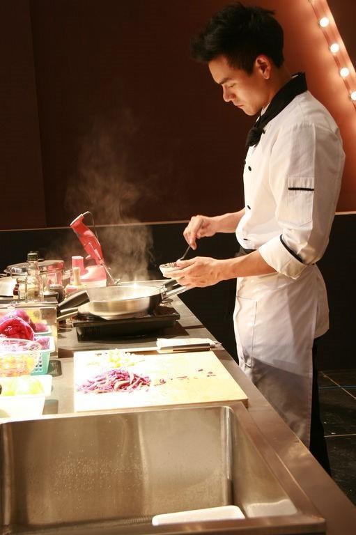 Sao Hoa ngữ trổ tài nấu ăn: Triệu Lệ Dĩnh - Trương Bá Chi siêu đỉnh, Vương Phi khiến ai nấy cạn lời-1