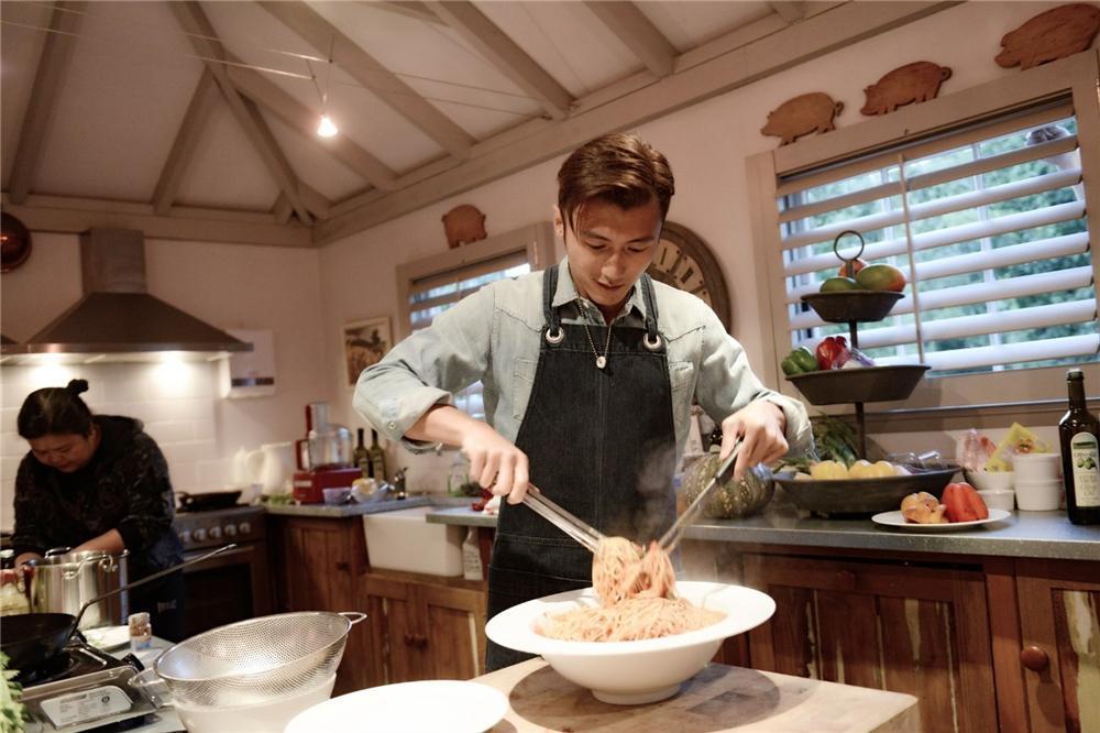 Sao Hoa ngữ trổ tài nấu ăn: Triệu Lệ Dĩnh - Trương Bá Chi siêu đỉnh, Vương Phi khiến ai nấy cạn lời-13