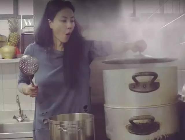 Sao Hoa ngữ trổ tài nấu ăn: Triệu Lệ Dĩnh - Trương Bá Chi siêu đỉnh, Vương Phi khiến ai nấy cạn lời-23
