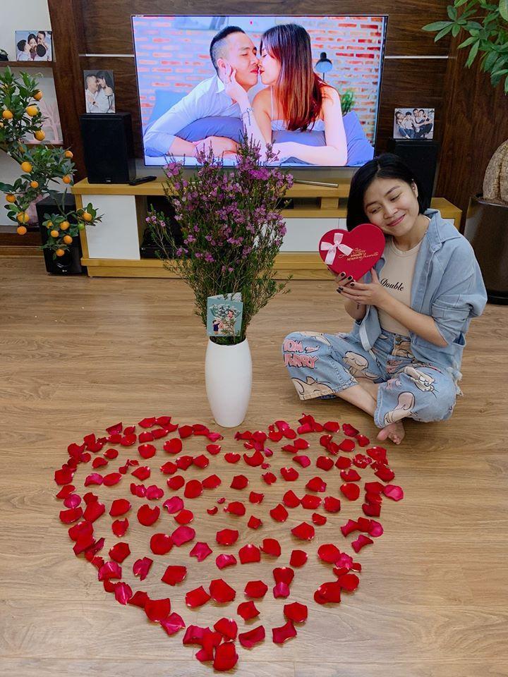 Đón Valentine muộn, MC Hoàng Linh và ông xã chiếm sóng mạng xã hội khi khoe ảnh bên nhau lãng mạn-1