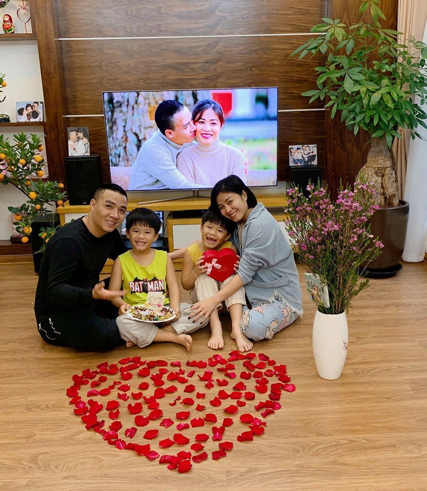 Đón Valentine muộn, MC Hoàng Linh và ông xã chiếm sóng mạng xã hội khi khoe ảnh bên nhau lãng mạn-5