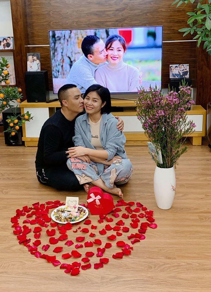 Đón Valentine muộn, MC Hoàng Linh và ông xã chiếm sóng mạng xã hội khi khoe ảnh bên nhau lãng mạn-4