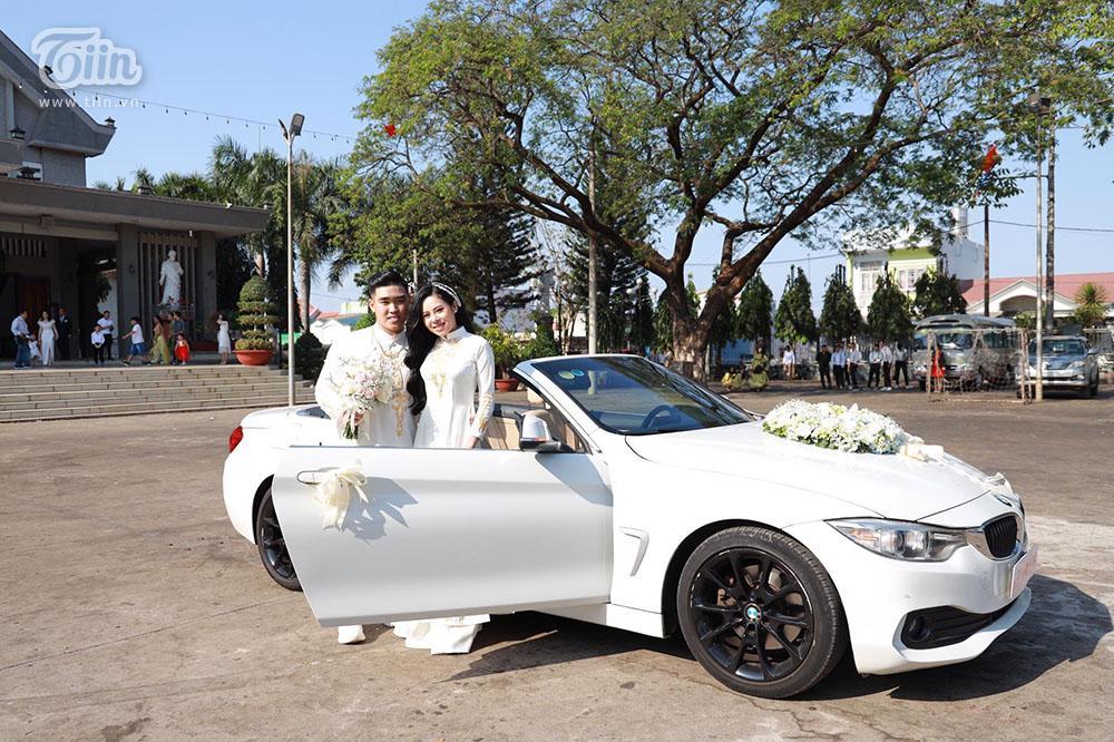 Bên trong đám cưới của cặp đôi được chị gái tặng 49 cây vàng: Tổ chức ở quê, ai nấy choáng váng khi thấy quà tặng-1