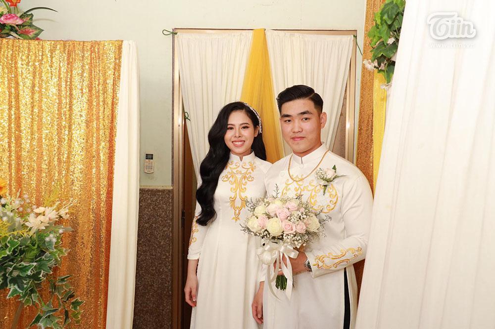 Bên trong đám cưới của cặp đôi được chị gái tặng 49 cây vàng: Tổ chức ở quê, ai nấy choáng váng khi thấy quà tặng-2