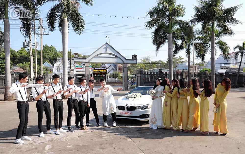 Bên trong đám cưới của cặp đôi được chị gái tặng 49 cây vàng: Tổ chức ở quê, ai nấy choáng váng khi thấy quà tặng-6