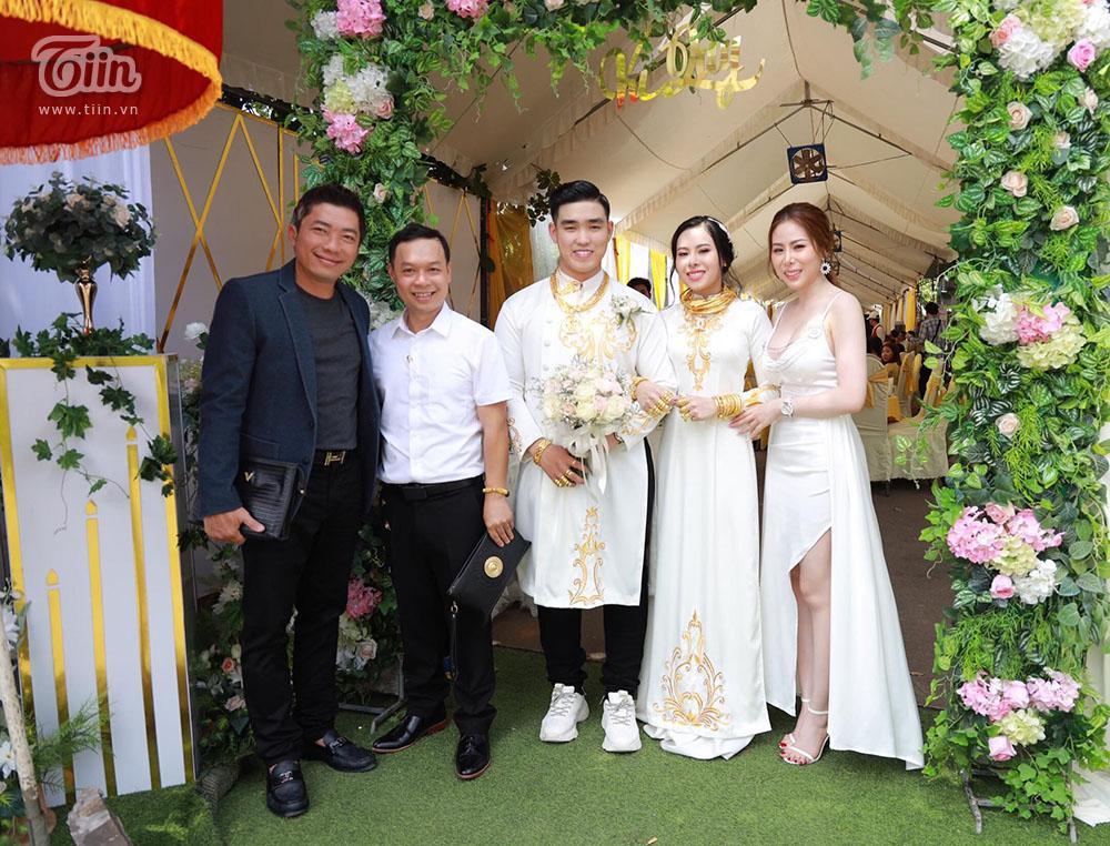 Bên trong đám cưới của cặp đôi được chị gái tặng 49 cây vàng: Tổ chức ở quê, ai nấy choáng váng khi thấy quà tặng-7