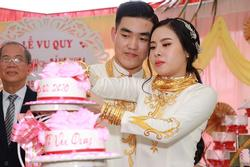 Bên trong đám cưới của cặp đôi được chị gái tặng 49 cây vàng: Tổ chức ở quê, tất cả choáng váng khi thấy quà của chị cô dâu