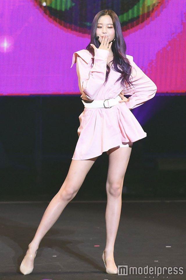 Chiêm ngưỡng đôi chân dài cực phẩm của sao nữ 16 tuổi đình đám xứ Hàn-4
