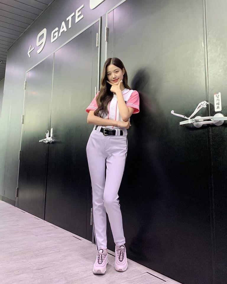 Chiêm ngưỡng đôi chân dài cực phẩm của sao nữ 16 tuổi đình đám xứ Hàn-14
