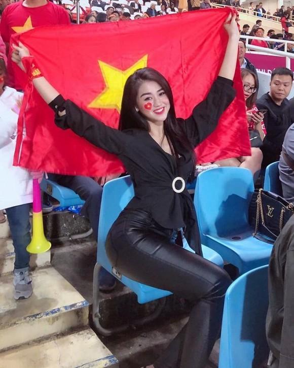 Tiến Linh liên tục thả thính hotgirl, diễn viên, có cả bạn gái Sơn Tùng M-TP-4