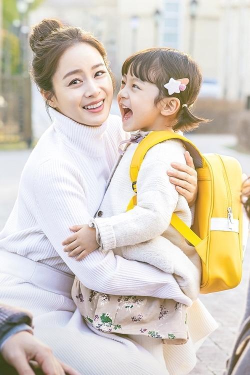 Con gái Kim Tae Hee do bé trai đóng-1