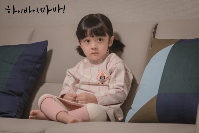 Con gái Kim Tae Hee do bé trai đóng-2