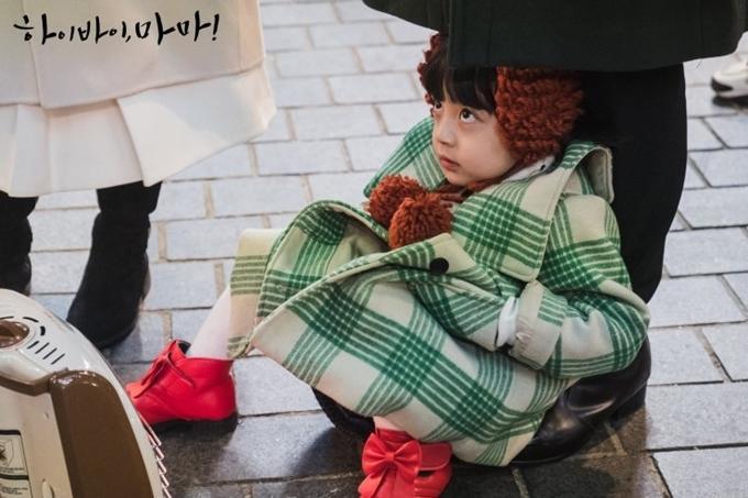 Con gái Kim Tae Hee do bé trai đóng-3