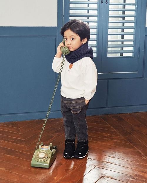 Con gái Kim Tae Hee do bé trai đóng-4