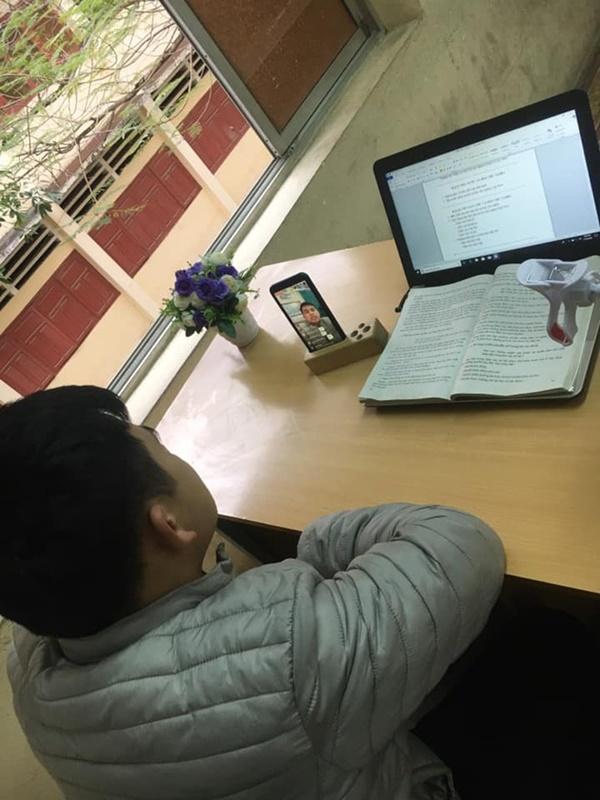 Thầy cô Hải Phòng trở thành streamer khi học sinh ở nhà tránh dịch-4