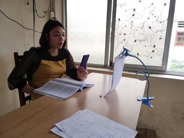 Thầy cô Hải Phòng trở thành streamer khi học sinh ở nhà tránh dịch-6