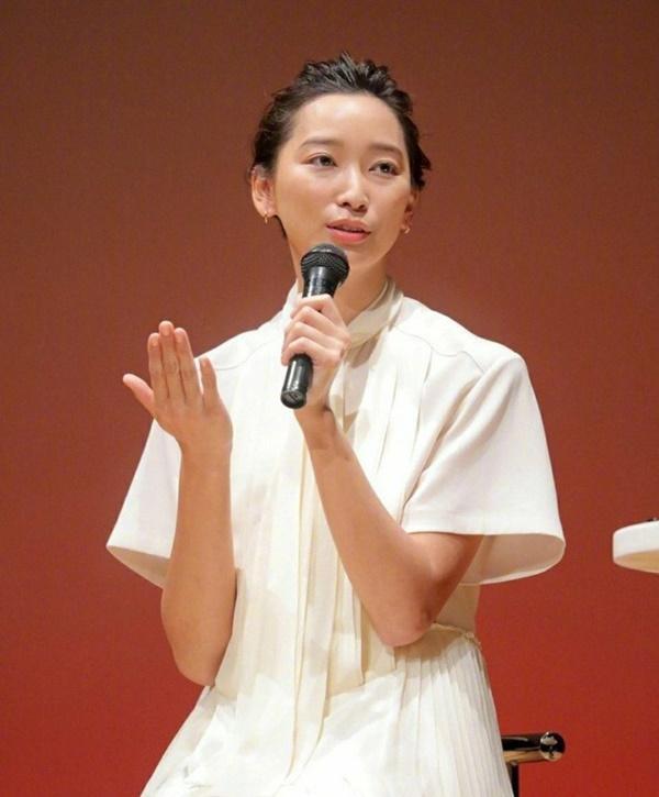 Vụ ngoại tình chấn động showbiz Nhật Bản: Người vợ lên tiếng-1