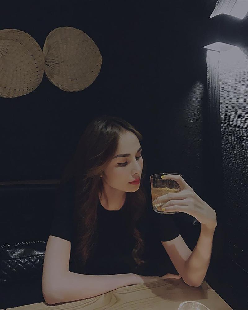 Hoa hậu Diễm Hương lộ sống mũi cao vống như chẳng liên quan gì đến gương mặt-1