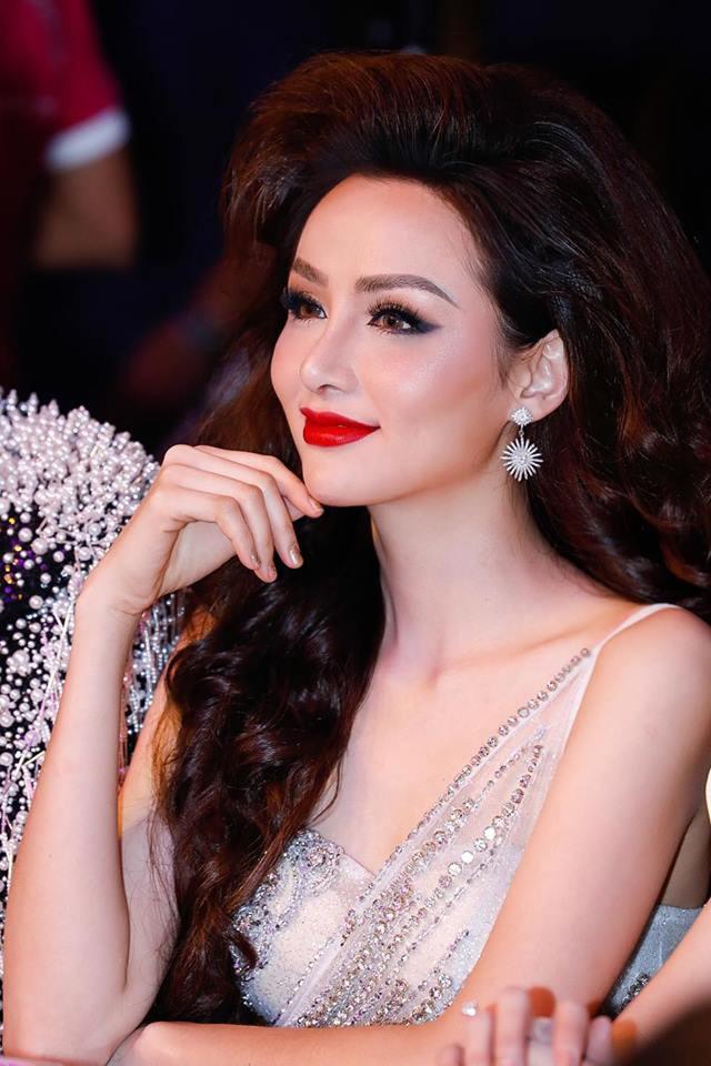 Hoa hậu Diễm Hương lộ sống mũi cao vống như chẳng liên quan gì đến gương mặt-8