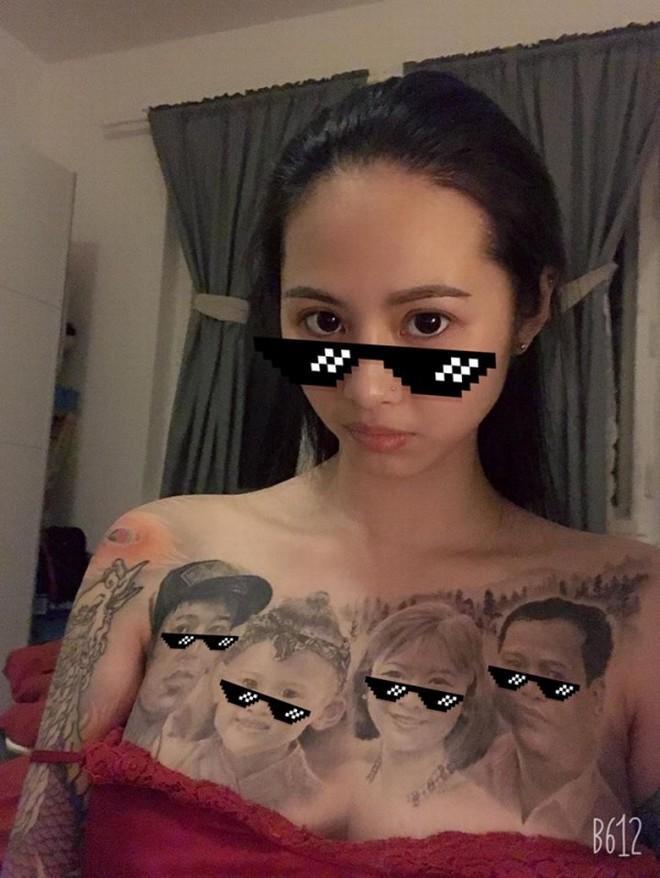 Cô gái có gương mặt Á Đông gây choáng MXH khi xăm hình cả gia đình kín ngực-2