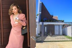 Nhóm bạn của Tóc Tiên rời biệt thự, đến địa điểm cưới