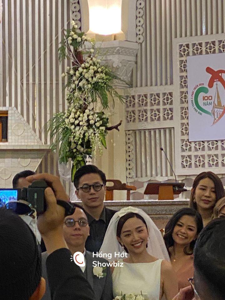 HOT: Cô dâu Tóc Tiên cười mãn nguyện bên chú rể Hoàng Touliver trong đám cưới bí mật-2