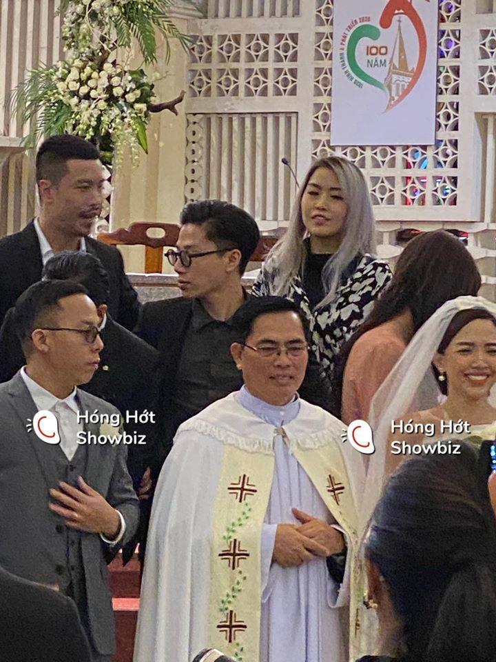 HOT: Cô dâu Tóc Tiên cười mãn nguyện bên chú rể Hoàng Touliver trong đám cưới bí mật-1