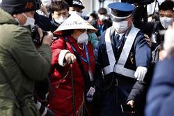 Hai hành khách nhiễm virus corona trên du thuyền ở Nhật tử vong