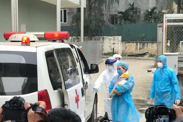 Bệnh nhi COVID-19 duy nhất tại Việt Nam được xuất viện-1
