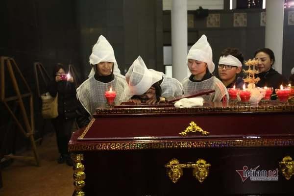 Nước mắt không ngừng rơi trong tang lễ NSƯT Vũ Mạnh Dũng-2