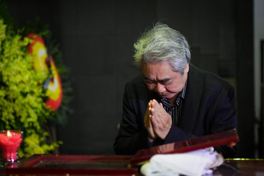 Nước mắt không ngừng rơi trong tang lễ NSƯT Vũ Mạnh Dũng-13