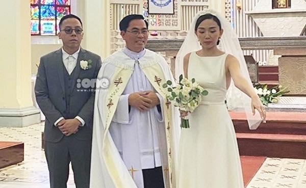HOT: Cô dâu Tóc Tiên cười mãn nguyện bên chú rể Hoàng Touliver trong đám cưới bí mật-3