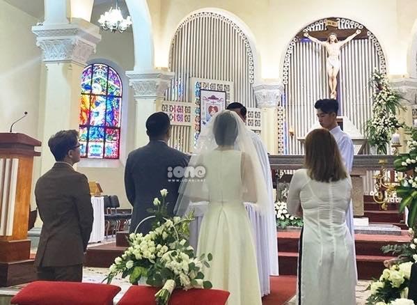 HOT: Cô dâu Tóc Tiên cười mãn nguyện bên chú rể Hoàng Touliver trong đám cưới bí mật-4