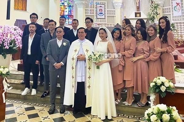 HOT: Cô dâu Tóc Tiên cười mãn nguyện bên chú rể Hoàng Touliver trong đám cưới bí mật-5