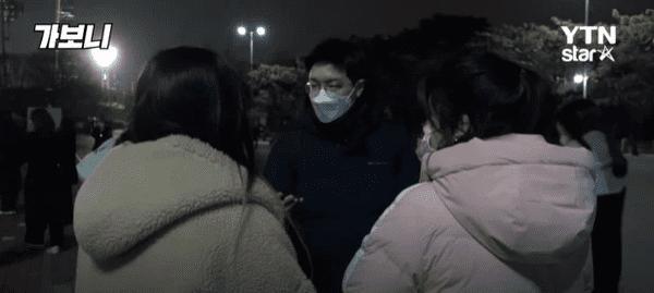 Chuyện gì xảy ra bên trong các concert Kpop được tổ chức giữa lúc Hàn Quốc bùng phát virus corona?-1