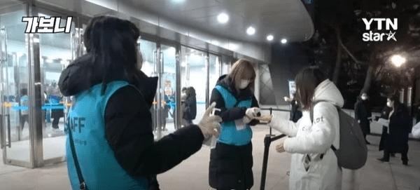 Chuyện gì xảy ra bên trong các concert Kpop được tổ chức giữa lúc Hàn Quốc bùng phát virus corona?-2