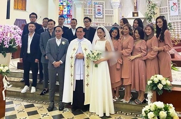 Soobin Hoàng Sơn phá tan dàn phù dâu phù rể trong đám cưới Tóc Tiên - Hoàng Touliver vì sai dress code-4