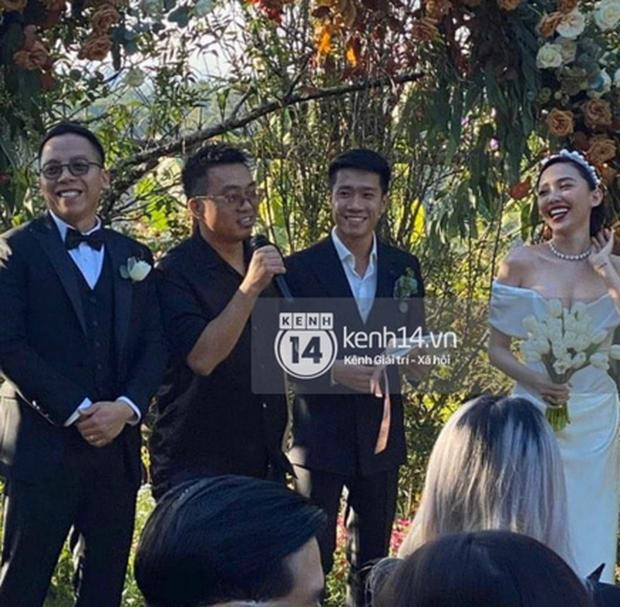 Tiệc cưới Tóc Tiên - Hoàng Touliver: Cô dâu mặc váy cực xinh, chú rể rưng rưng nước mắt-11