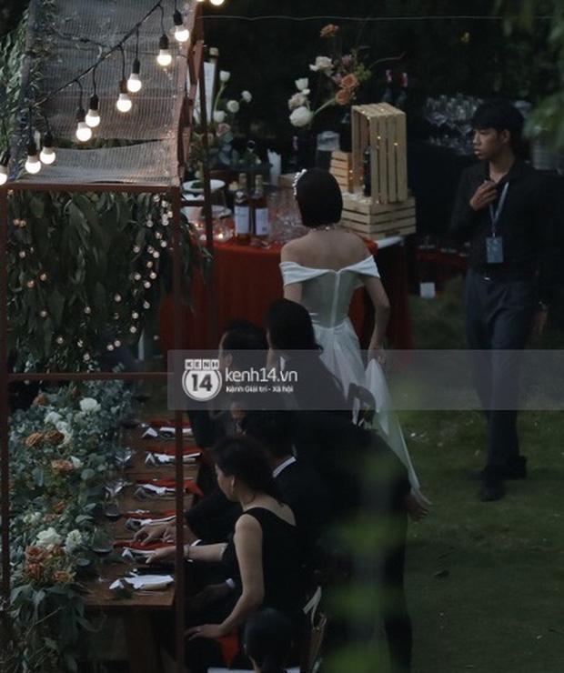 Tiệc cưới Tóc Tiên - Hoàng Touliver: Cô dâu mặc váy cực xinh, chú rể rưng rưng nước mắt-8