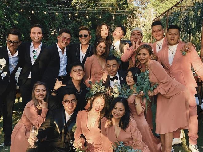 Tiệc cưới Tóc Tiên - Hoàng Touliver: Cô dâu mặc váy cực xinh, chú rể rưng rưng nước mắt-14
