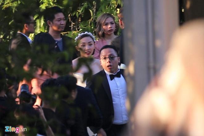 Tiệc cưới Tóc Tiên - Hoàng Touliver: Cô dâu mặc váy cực xinh, chú rể rưng rưng nước mắt-9