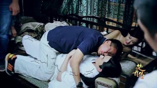Đạo diễn thị phạm những cảnh ôm hôn, tình cảm trên phim trường-6