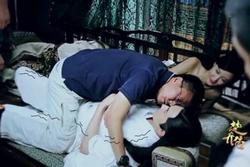 Đạo diễn thị phạm những cảnh ôm hôn, tình cảm trên phim trường