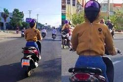 CÁI GÌ ĐÂY: Người phụ nữ ở Cà Mau đi xe máy nhưng đội mũ bảo hiểm ngược và trùm áo kín mặt